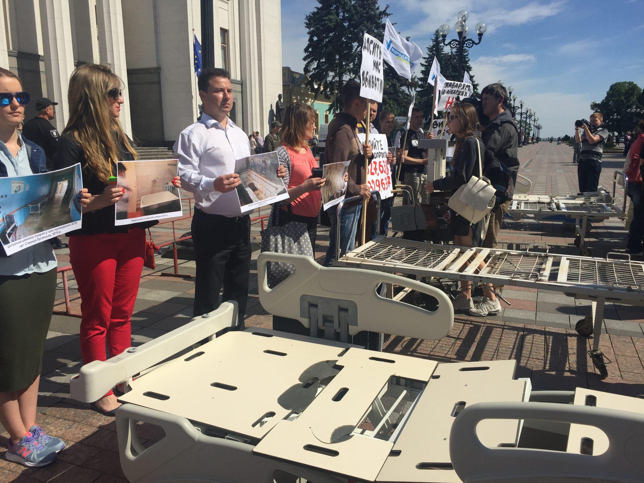 Cтаре медичне обладнання та поржавілі ліжка: депутатам нагадали про медреформу