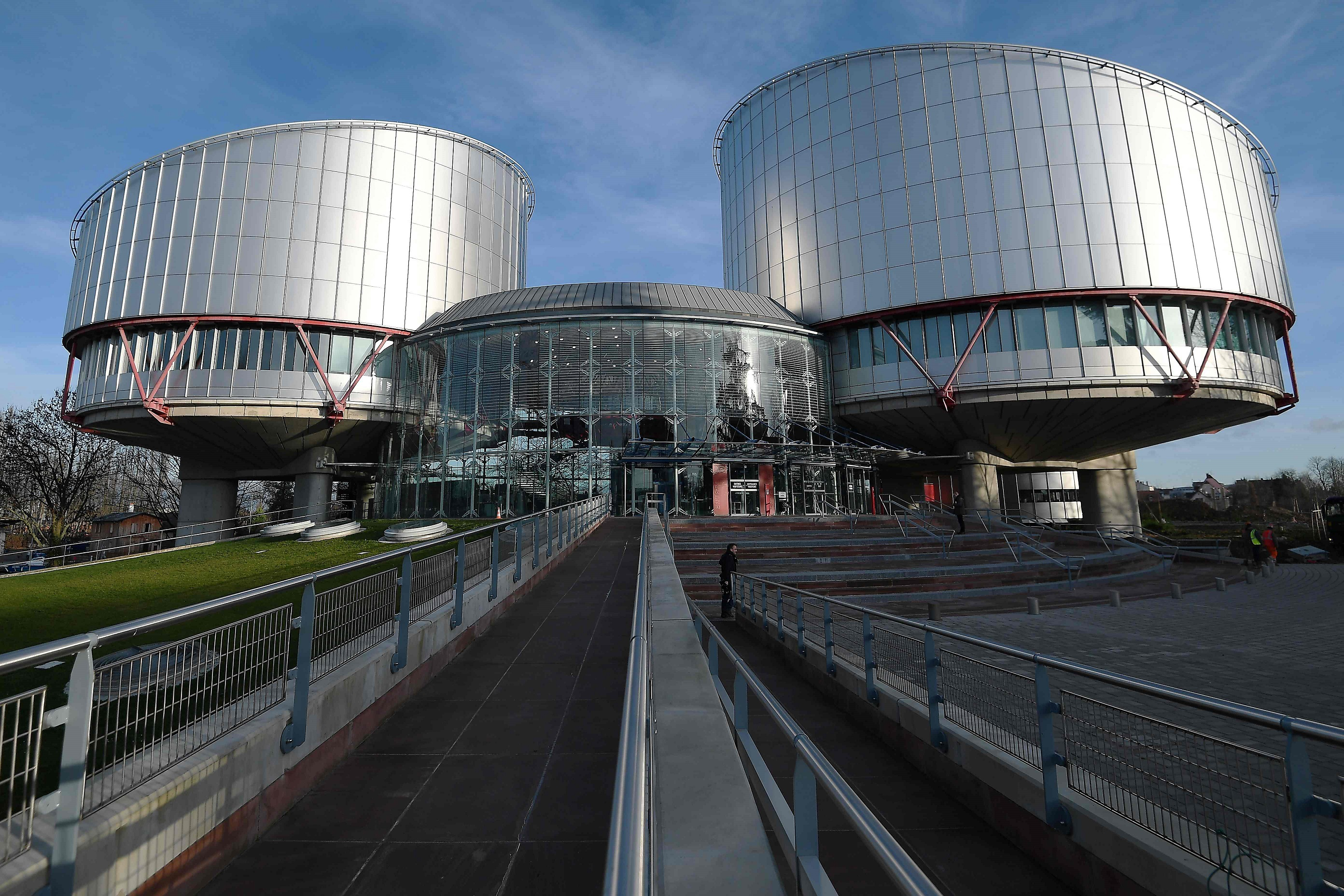 В Європейському суді розглядають справи трьох ВІЛ-позитивних українців