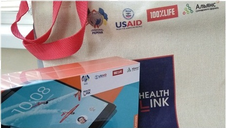 Первой планшет в рамках мотивационной программой HealthLink получила врач из Чернигова